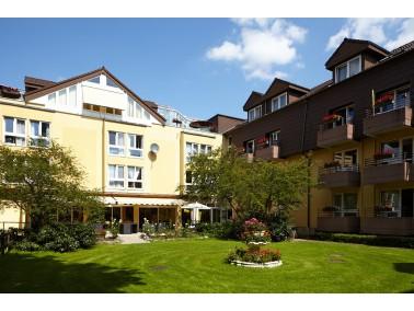 Die Residenz Zehlendorf ist inmitten eines 8000 Quadratmeter großen Parkgrundstücks im gr...