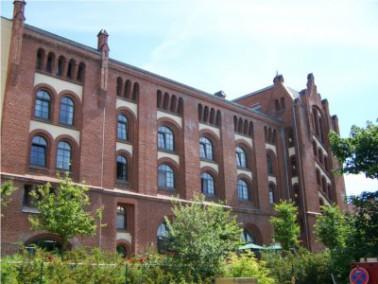 Sie ist beeindruckend, die schön restaurierte Fassade der alten Mälzerei nahe dem Obersee ...