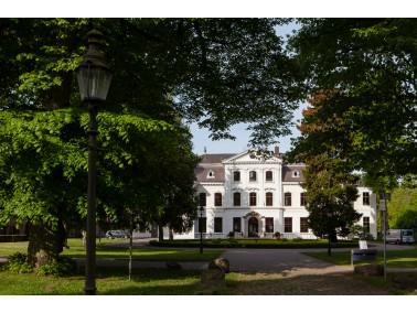 Das unter Denkmalschutz stehende Herrenhaus ist auf historisch bedeutsamen Boden, dem ehemaligen Gut...