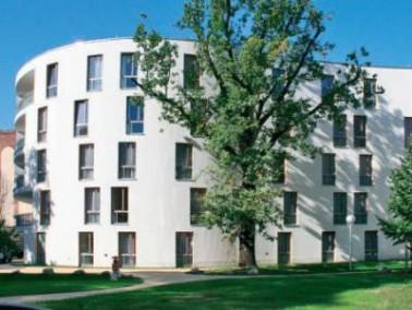 Das Diakonische Pflegewohnheim Schillerpark befindet sich in unmittelbarer Nähe zur belebten M&...