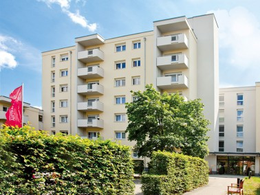 Unsere Pflegeeinrichtung befindet sich im Berliner Norden, im Bezirk Reinickendorf. Umgeben ist sie ...
