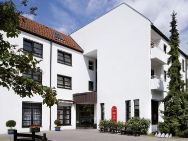 Unsere Pflegeeinrichtung liegt im Wormser Vorort Weinsheim, in einem Wohngebiet - zentral und doch r...