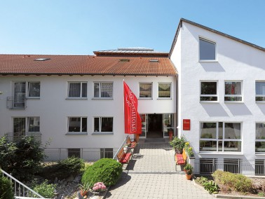 Unsere Pflegeeinrichtung befindet sich am Ortsrand von Bissingen – ruhig und zentrumsnah. Alle...