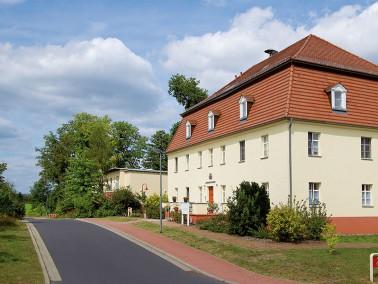 Unsere Pflegeeinrichtung befindet sich inmitten der Ortschaft Deulowitz. Sie bietet sowohl Pflege al...