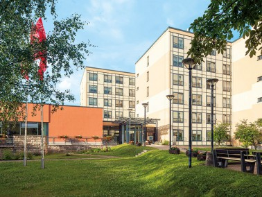 Unsere Pflegeeinrichtung liegt im Osten von Arnstadt, zwischen einem größeren Wohngebiet ...