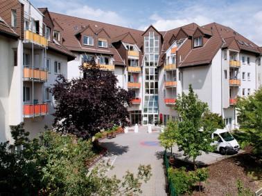 Unsere Pflegeeinrichtung liegt idyllisch auf einer Anhöhe, am Rande eines Wohngebietes, im Stad...