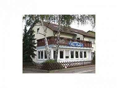 Das  Haus Monika   befindet sich in zentraler Lage in der historischen Gemeinde Edingen-Neckarhausen...