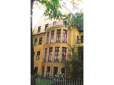 Das Haus liegt in einer der besten Wohnlagen Berlins am Rande des Grunewaldes, sechs Gehminuten vom ...