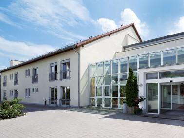 Im Zentrum von Neuhofen, nahe des alten Rathauses, ruhig und beschaulich - so liegt unsere Pflegeein...
