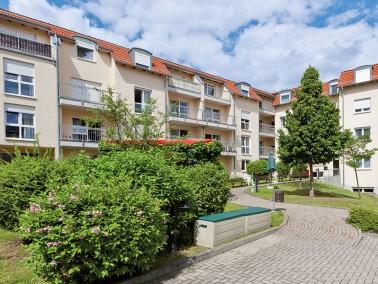 Im Ortszentrum von Großröhrsdorf und direkt neben einer gepflegten Kleingartenanlage lieg...