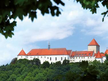 Unsere Pflegeeinrichtung liegt in der bayrischen Stadt Wörth und befindet sich in einem idyllis...