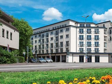 Unsere Pflegeeinrichtung liegt mitten in Saarlouis und nahe dem Saarufer, Tür an Tür mit H...