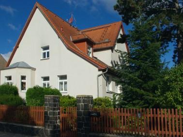 Steckbrief:   1 oder 2 Raum-Wohnung, ca. 33 bis 55m²   ruhige Lage   Keller   Fahrrad- und&...