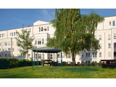 Unsere Pflegeeinrichtung liegt im Zentrum von Pirmasens und doch ruhig in einer Seitenstraße. ...