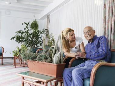 Bei den pflegerischen Aufgaben, die im Alter anfallen können, ist es oftmals wichtig, eine 24-S...