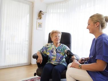 Der ambulante Dienst SENTIVO PFLEGEmobil ist ein Service des Seniorenzentrums Mülfort und...