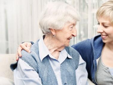 Viele Senioren wünschen sich auch im hohen Alter weiterhin in den eigenen vier Wänden lebe...