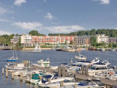 Rosenhof Travemünde –Reizvolle Lage direkt am Wasser. 1992 wurde die Seniorenwohnanlage e...