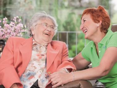 Pflegebedürftige Menschen, die gerne weiterhin in ihrer gewohnten Umgebung, Ihrem eigenen Zuhau...