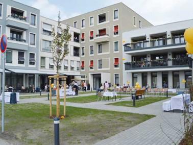 In dem sehr angenehm mit dem historischen Straßenbild der Bölschestraße harmonieren...