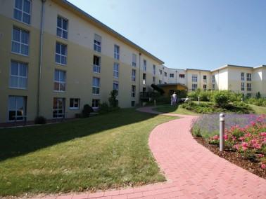 In einem ruhigen Wohngebiet am Rande der kleinen Stadt Maxhütte liegt das moderne PHÖNIX H...