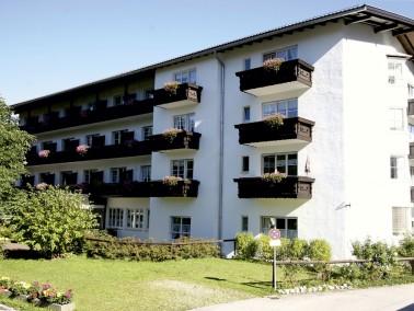 Das PHÖNIX Pflegeheim Haus Karwendel liegt unweit des Ortskerns von Mittenwald und wird von der...