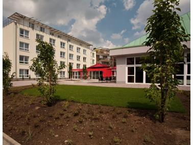 Im beschaulichen Düsseldorfer Stadtteil Eller befindet sich das PHÖNIX Haus St. Hedwig. Do...
