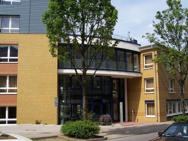 Das PHÖNIX Senioren- und Pflegezentrum Haus Sonnengarten grenzt unmittelbar an die Essener West...
