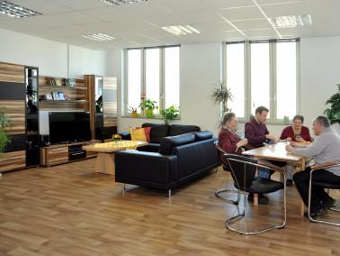 Die Wohnung hat eine Größe von 271 qm und ist rollstuhlgerecht. Die 8 Zimmer haben eine G...
