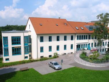 Die  Pflegeeinrichtung St. Kilian  entstand 1997 auf dem Gelände der Juraklinik Scheßlitz...