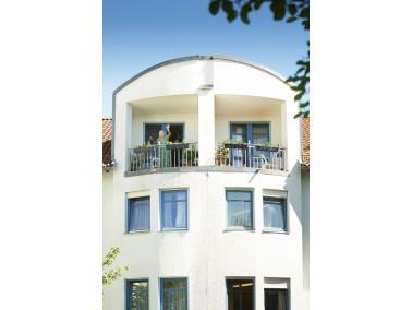 Das CURANUM Pflege- und Betreuungszentrum St. Georg liegt idyllisch mitten im oberbayerischen Alpenv...