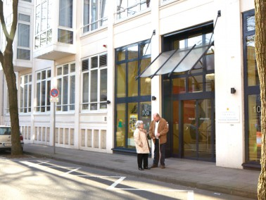 Die CURANUM Ravensberger Seniorenresidenz liegt zentral im Stadtkern von Bielefeld. Die Stadt hat si...