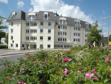 In fürstlicher Umgebung leben die Bewohner des CURANUM Seniorenpflegezentrum An der Schlossbr&u...