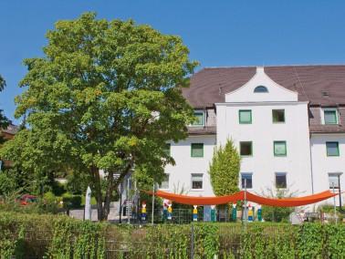 Das AWO Seniorenzentrum Josefstift befindet sich mitten in Fürstenfeldbruck. Trotz der zentrale...