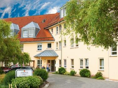 Das CURANUM Seniorenpflegezentrum Wendeberg liegt unweit der Kurstadt Bad Hersfeld, umgeben von Natu...