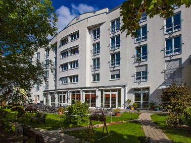 Mitten im historischen Stadtteil Pfersee in Augsburg befindet sich die CURANUM Seniorenresidenz Am M...