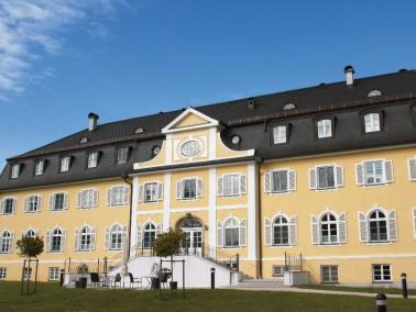 Beeindruckend steht das schöne historische Gebäude des AWO Seniorenzentrum der Stadt Penzb...