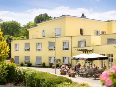 Über drei Etagen erstreckt sich das Seniorenheim für Senioren und Behinderte. 80 pflegebed...