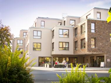 Über vier Etagen erstreckt sich das Seniorenheim für Senioren und Behinderte. 54 pflegebed...