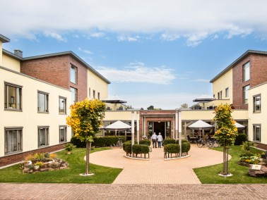 Über drei Etagen erstreckt sich das Seniorenheim für Senioren und Behinderte.  80 pflegebe...