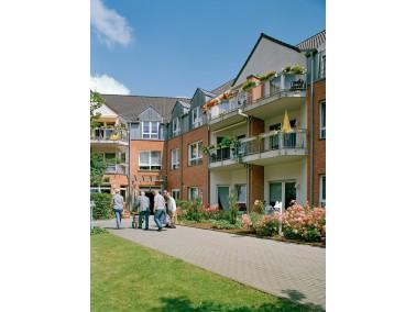 Von viel Grün umgeben und doch zentral in Lobberich liegt die CURANUM Seniorenresidenz Lobberic...