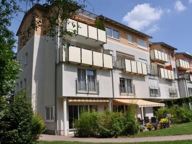 Die CURANUM Seniorenresidenz Südpark in Erlangen ist zentral, aber dennoch ruhig und idyllisch ...