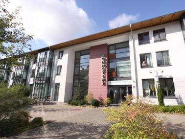 Das CURANUM Seniorenstift Wachtelpforte in Goslar liegt idyllisch und ruhig in einer Gartenanlage di...
