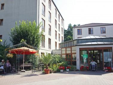 Bis zu 96 pflegebedürftige Menschen finden in unserer Pflegeeinrichtung in Ludwigsfelde ein neu...
