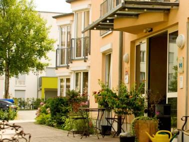 Unser kleines Altenheim in Forchheim liegt am Jahnpark. Es ist eingebettet in einer hübsch ange...