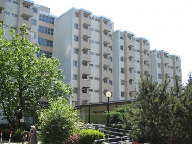 Das Seniorenhaus Mecklenburg ist ein achtgeschossiger Neubau mit Personenaufzug aus dem Jahr 1971. &...