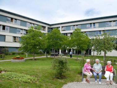 Die Architektur eines Gebäudes, in dem pflegebedürftige Menschen betreut werden, sollte ei...