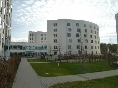 Service Senioren Wohnen und Pflege im modernen Rundbau    In dem noch jungen Stadtteil München...