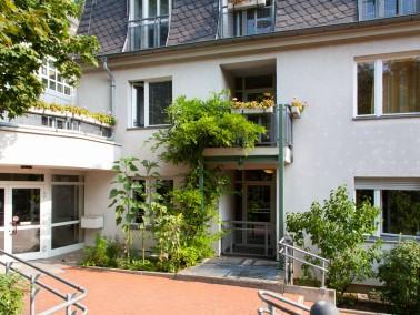 Unser Haus    Das Seniorenheim Koenigsallee bietet 78 Bewohnerinnen und Bewohnern in 72 Einzel- und...