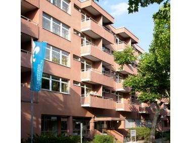 Unser Haus    Das Seniorenheim Lentzeallee besteht aus zwei Gebäuden und bietet Platz für...